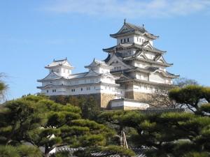 1280px-Himeji_Castle_The_Keep_Towers