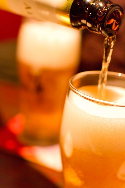 一人で居酒屋さんで飲むことは独りでいたいから、とは限らない