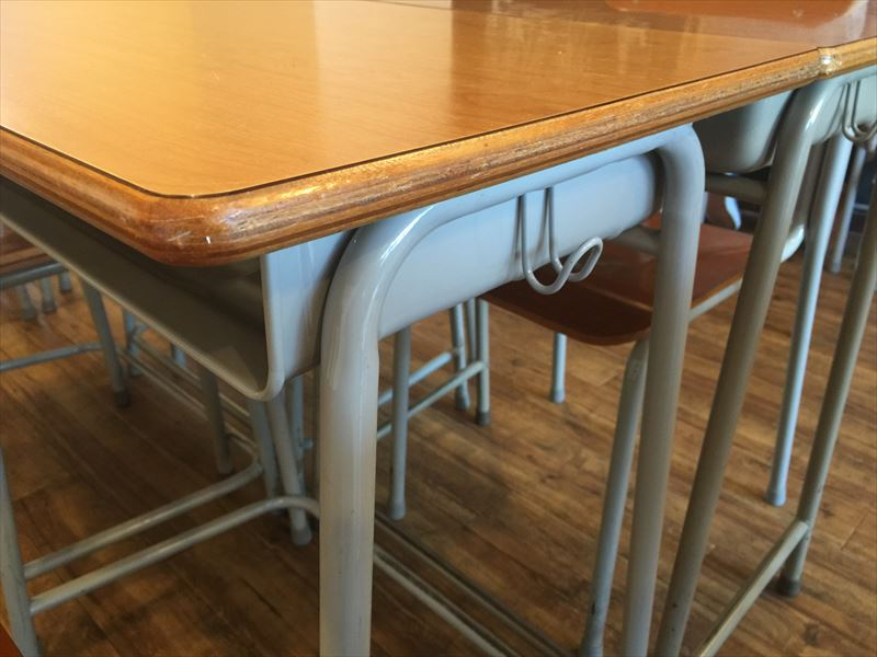 学校机といえば、横に袋を引っかける「アレ」がありますよね。 ぬかりありません。