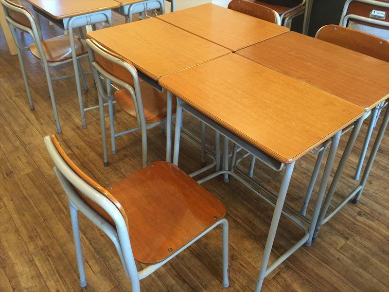 椅子もほら、あのアレですよ。 子供時分に座っていたからですかね。なんか座ってて楽です。