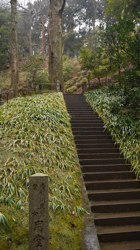 墓地も階段だらけでした