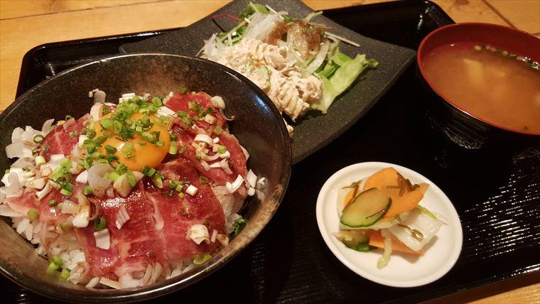 ねぎまみれ馬肉カルビ丼定食