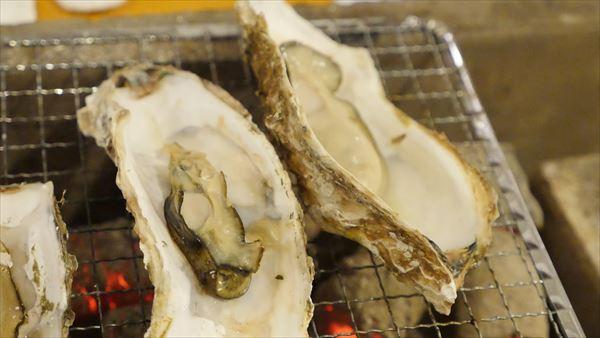 自然に貝がオープンしたらもちろん食べられます。こじ開けることもできますよ
