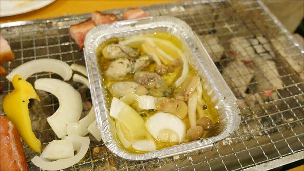 アヒージョに野菜やらいろいろなものを入れてみる。これもうまし