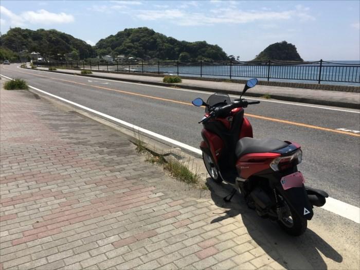海辺にバイク