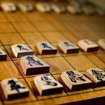 将棋の普及にも役立つので、プロ棋士から駒落ちの上手(うわて)のコツを教わりたい