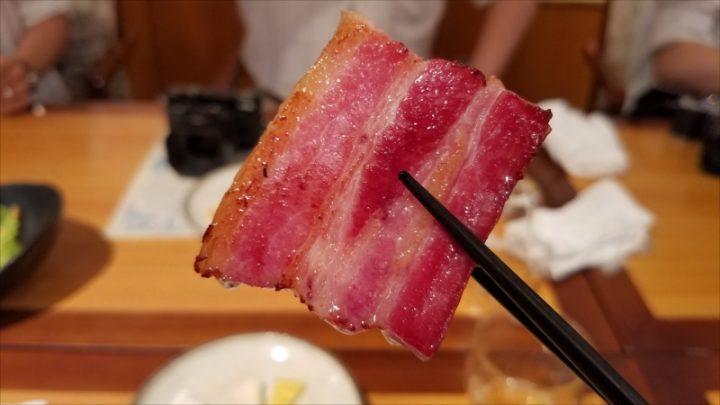 鉾田ハムさんのベーコンを、シンプルに素焼きして頂いたもの。肉汁・脂のコンビネーションが美しすぎる