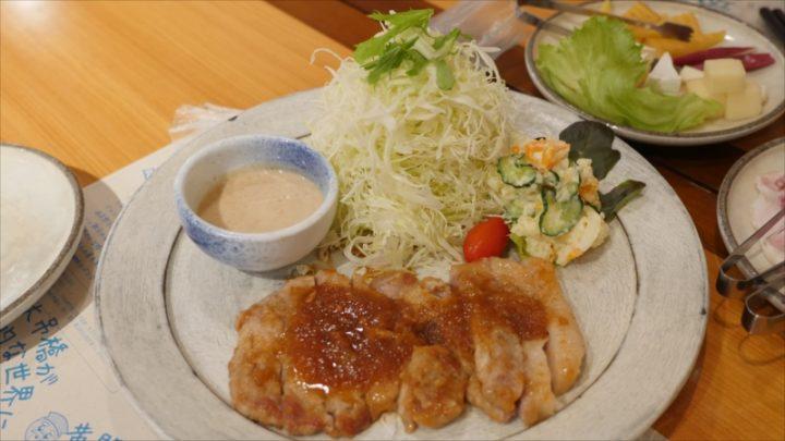茨城が誇るローズポークの生姜焼き。しっかり焼けているのに肉のしなやかな歯触りが、口内の幸せセンサーを刺激しまくります。 そこいらの定食屋さんで食べる「豚生姜焼き」と一緒にしちゃあいけません。