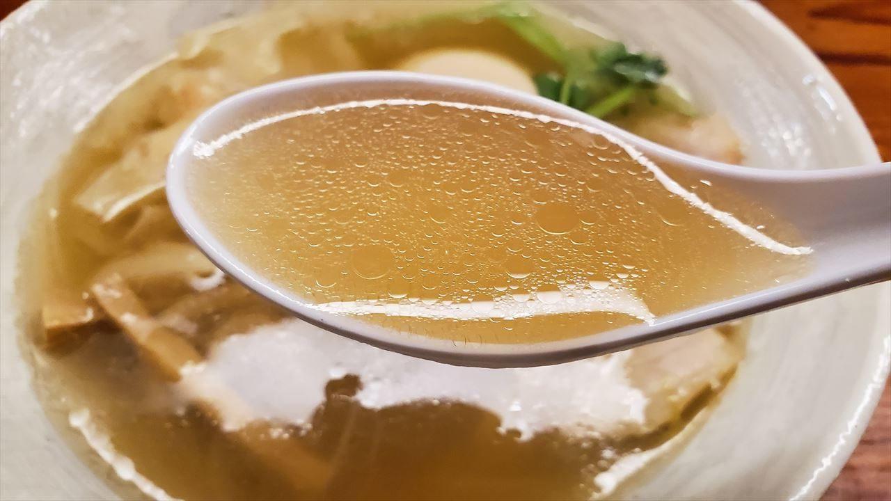 塩と煮干しベースに柑橘の隠し味がある麺と未来のスープ