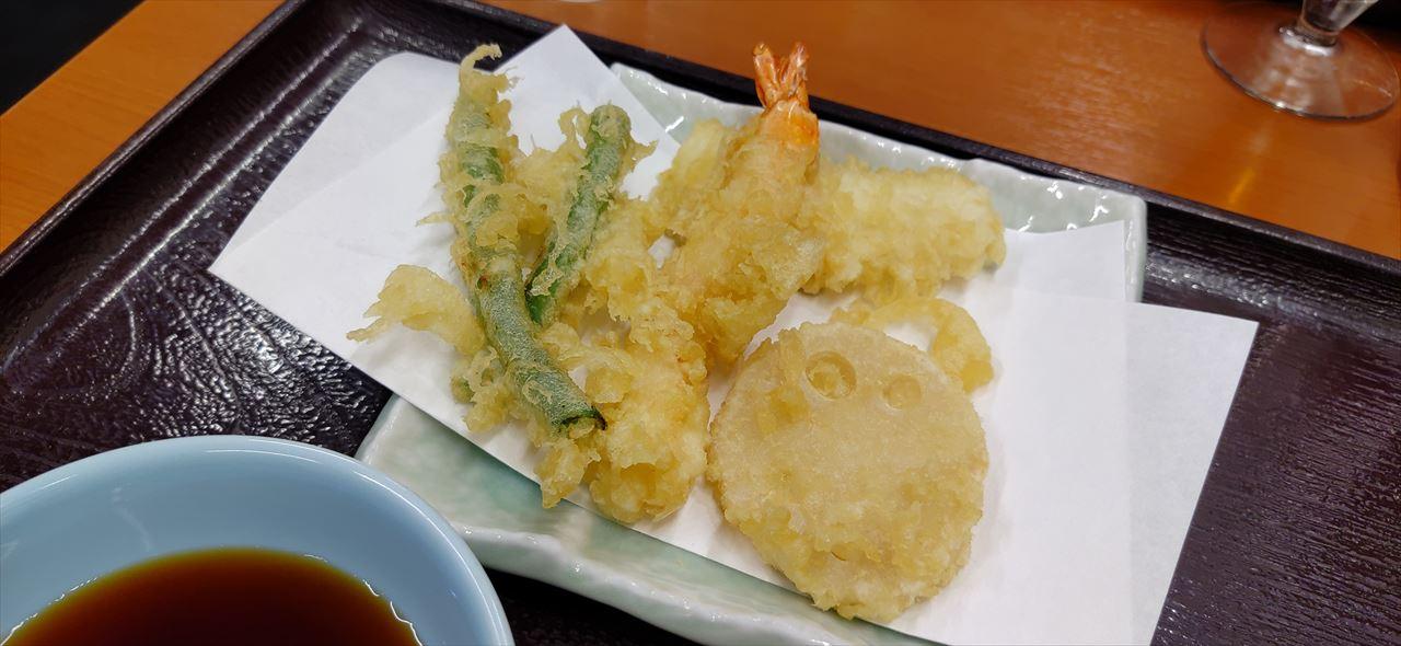 天ぷら4品は小ぶりだけど十分